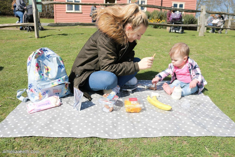 Messy Mealtimes – Eating Outdoors in the Summer